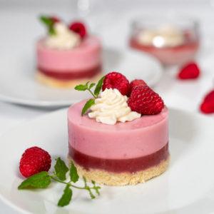 Przepis na deser truskawkowy Panna Cotta bez pieczenia